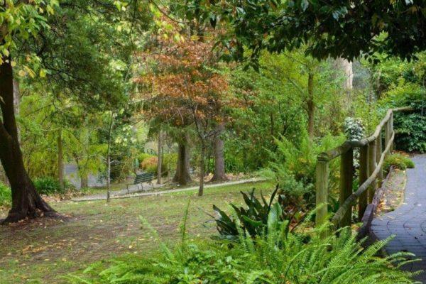 6 acres of gardens